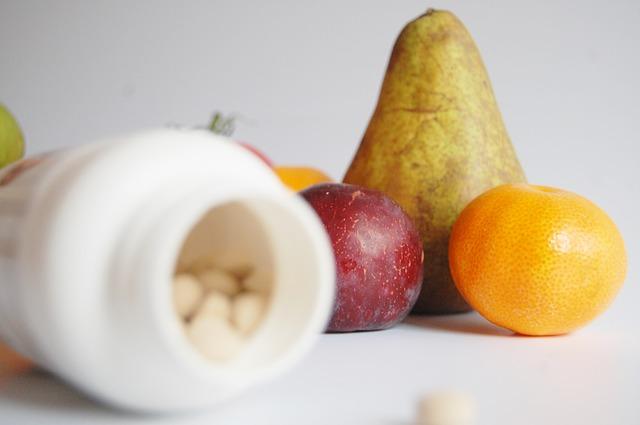 ovoce, lahvička s prášky