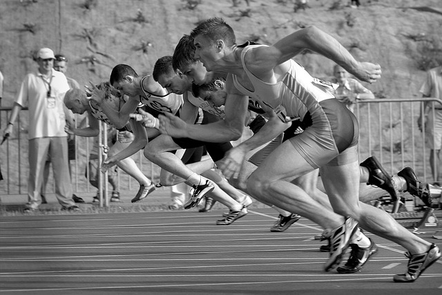 závodníci na dráze