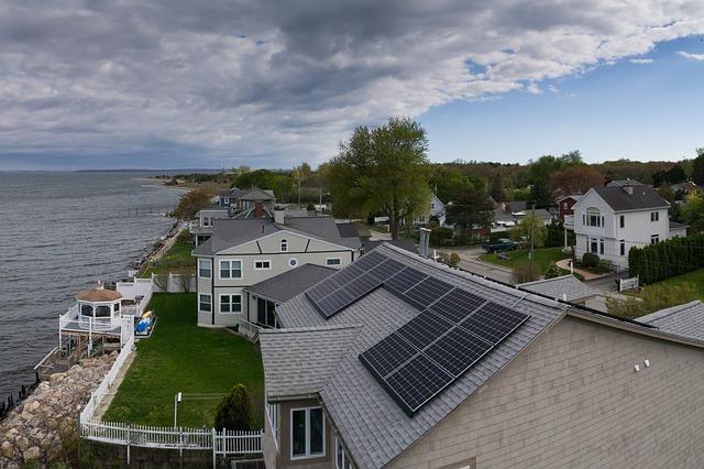 domky, moře, solární energie