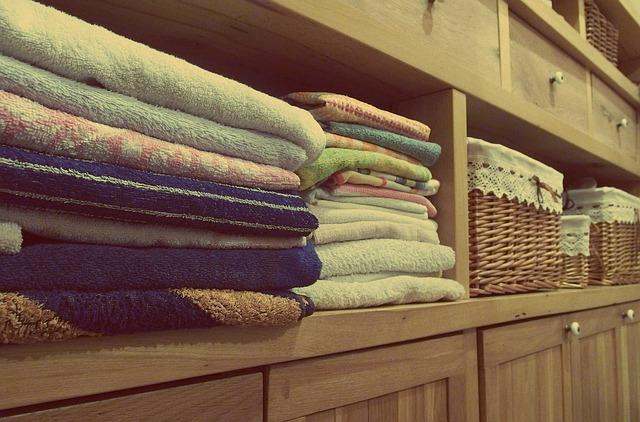 ručníky ve skříni