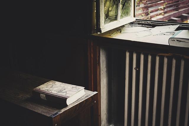 kniha, okno, temnota