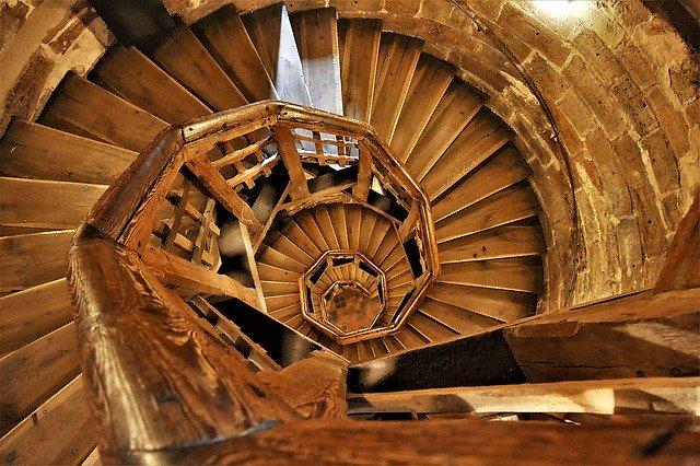 točité dřevěné schody.jpg